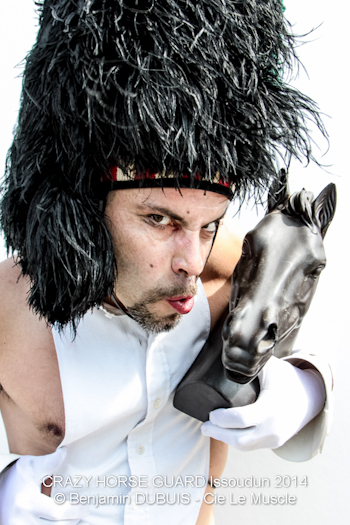 131 - Crazy Horse Guard Issoudun 2014 - Cie Le Muscle  ©  Benjamin Dubuis 2014