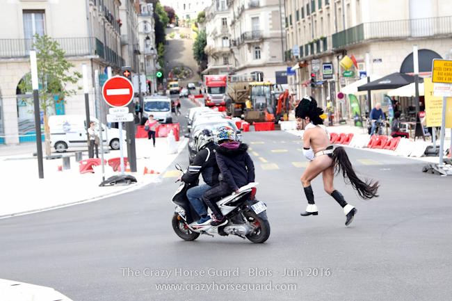 31 - Crazy Horse Guard Blois 15 Juin 2016 - Cie Le Muscle © Benjamin DUBUIS 2016 - Format 650 px