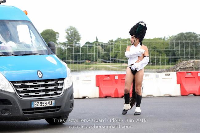 34 - Crazy Horse Guard Blois 15 Juin 2016 - Cie Le Muscle © Benjamin DUBUIS 2016 - Format 650 px