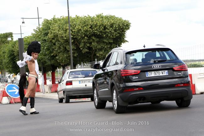 35 - Crazy Horse Guard Blois 15 Juin 2016 - Cie Le Muscle © Benjamin DUBUIS 2016 - Format 650 px