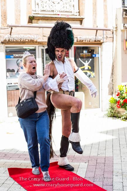 56 - Crazy Horse Guard Blois 15 Juin 2016 - Cie Le Muscle © Benjamin DUBUIS 2016 - Format 650 px