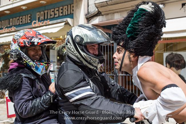 72 - Crazy Horse Guard Blois 15 Juin 2016 - Cie Le Muscle © Benjamin DUBUIS 2016 - Format 650 px