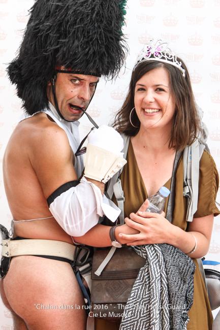 33 - Crazy Horse Guard in Chalon dans la Rue - Juillet 201 Cie Le Muscle 2016 - 1500 px